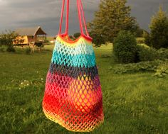 The rainbow it my summer bag (gift: the tutorial to make yours!) - Stars and peas . Form Crochet, Crochet Granny, Filet Crochet, Diy Crochet, Crochet Bags, Star Wars, Summer Bags, Bago, Straw Bag