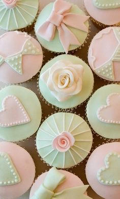 Very pretty cupcakes. Love the colors <3.