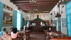 Prácticamente anclado en el puerto, a 20 metros de la Plaza de San Francisco, donde 500 años atrás existiera la carnicería más antigua de La Habana, hoy se reverencia la tradición española en el Bodegón Onda. #bar #habana #cuba