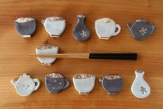 Idea for making spoon rests. Ceramic Tableware, Ceramic Clay, Ceramic Pottery, Pottery Art, Ceramic Jewelry, Clay Jewelry, Chopstick Rest, Biscuit, Glass Tea Cups
