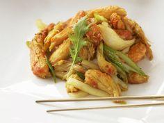 Krebsfleisch mit Lauchzwiebeln auf asiatische Art ist ein Rezept mit frischen Zutaten aus der Kategorie Krebs. Probieren Sie dieses und weitere Rezepte von EAT SMARTER!
