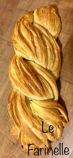 Questo pane sfogliato oltre ad essere molto bello è davvero buonissimo.Ormai lo sapete, a volte ci ispiariamo a ricette già esistenti e le adattiamo al nostro amato senza impasto.Questa è una ricetta del Maestro Giorilli. Ci è piaciuta subito e abbiamo provato! Il risultato è così soddisfacente che vi consigliamo di provarla!