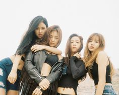 Dans l'industrie musicale Coréenne, produire un groupe idol peut être considéré comme un immense risque. Chaque année, plus de 300 groupes se préparent à débuter. Toutefois, une cinquantaine d'entre eux seulement ont la chance de faire leurs débuts, et uniquement un ou deux groupes obtiendront la reconnaissance durant cette même année. Une source de l'industrie …