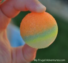 I know some kiddles that are going to totally dig making and playing with these. Seriously who doesn't love a super ball. (how to make bouncy balls for kids)