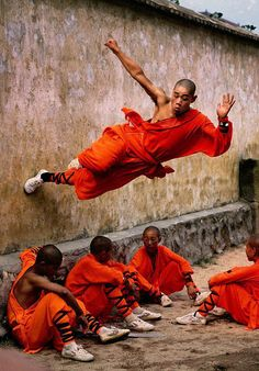 Monk Parkour photo by Steve McCurry Steve Mccurry, Parkour, Cultures Du Monde, Shaolin Kung Fu, Foto Poster, Foto Art, Photojournalism, Yoga Meditation, People Around The World