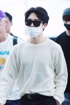 """i wonder how jimin stans handle this kind of softness by park jimin"" Jimin Airport Fashion, Bts Airport, Airport Style, Bts Jimin, Bts Bangtan Boy, Park Ji Min, Namjoon, Taehyung, Busan"