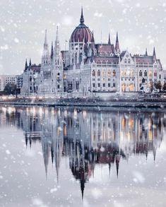 Places To Travel, Places To Visit, Travel Destinations, Winter Destinations, Houses Of Parliament, Destination Voyage, Fantasy Landscape, Travel Abroad, London City