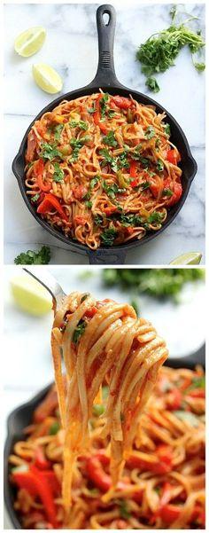 Veggie Fajita Pasta - in nur einer Pfanne zubereitet - super!  Weitere Inspirationen: http://www.gofeminin.de/kochen-backen/vegetarische-nudelrezepte-d57081c641954.html  #pasta