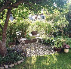 Cottage Garden Design, Small Garden Design, Small Gardens, Outdoor Gardens, Garden Seating, Garden Spaces, Dream Garden, Garden Planning, Garden Inspiration