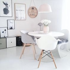 Use one of top 15 modern round dining table design ideas here. It will produce classic and elegant look in the dining room. Dinning Nook, Dining Table Design, Dining Area, Dining Room Inspiration, Interior Inspiration, Living Room Furniture, Home Furniture, System Furniture, Urban Furniture