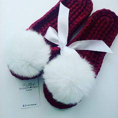 Моя ❤ Тапочки в бордовом цвете с двойной подошвой и с помпонами из меха кролика связаны на заказ! Цена 1700 руб. ______________________ Для заказа пишите в директ или вацап 89179343188. #тапочки#вязанныеаксессуары#вязаныетапочки#домашниетапочки#тапкисмехом#обувь#стильнаяобувь#подарок#оригинальныйподарок#ручнаяработа#handmade#knit#knitting#crochet#crocheting#вязание#рукоделие#вяжукрючком