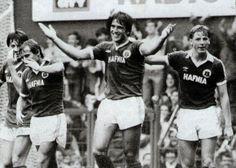 Bob Latchford celebrating his goal against Palace 1980-81 at Goodison