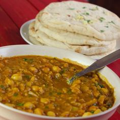 Chana Masala (Indian Chickpea Curry) Nothing makes my tastebuds sing in quite the same way as Indian food does. As much as I love the food, it's not something I have ever been able to authenticate 'well' in my own ki… Vegan Chana Masala, Tandoori Masala, Channa Masala, Dhal, Curry Recipes, Asian Recipes, Healthy Recipes, Ethnic Recipes, Indian Vegetarian Recipes