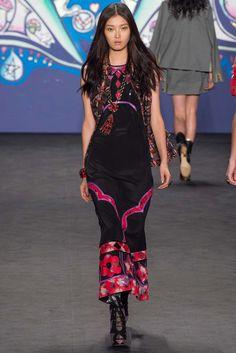 Anna Sui, New York Fashion Week, Frühjahr-/Sommermode 2015 Fashion Week, Runway Fashion, Fashion Show, Womens Fashion, Fashion Fall, Fashion 2020, Anna Sui Fashion, Petkovic, Catwalks