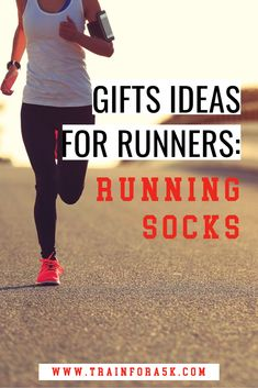 Running gift ideas- new running socks. Running socks area great gift idea for any level of runner in your life! Best Socks For Running, Running In The Rain, Running Form, Winter Running, Running Gifts, Jogging For Beginners, Beginner Running, Running Blisters, Running Stores