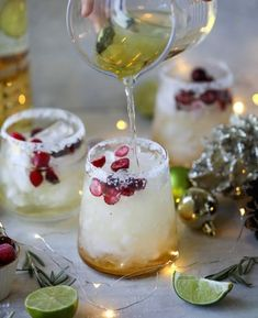 holiday cocktails This christmas margarita (or mistletoe margarita!) is the perfect cocktail to serve around the holidays and super festive with cranberry juice and orange! Party Drinks, Cocktail Drinks, Fun Drinks, Yummy Drinks, Cocktail Recipes, Alcoholic Drinks, Beverages, Cocktail Ideas, Vodka Cocktails