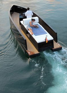 Deantonio Yachts presents the D23. Details here...