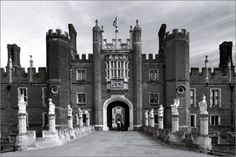 Hamton Court Palace - The Coincidence Of Meeting Someone Many Miles From Home #67notout #coincidence