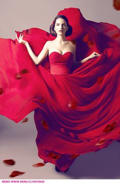 beautiful, dress, and red image Séance Photo Glamour, Passion Photography, Shooting Photo, Shades Of Red, Fashion Colours, Lady In Red, Editorial Fashion, Creations, Photoshoot