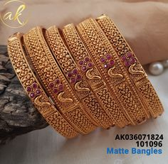 Gold Bangles Design, Gold Earrings Designs, Gold Jewellery Design, Gold Jewelry, Gold Jhumka Earrings, Bridal Bangles, Gold Bangle Bracelet, Fashion Jewelry, Indian