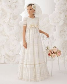 Communion dress Junia Rosa Clará – chic & chic Choose baptismal dresses for … White Communion Dress, Girls Communion Dresses, Baptism Dress, Girls White Dress, Little Girl Dresses, Girls Dresses, Dresses Short, Flower Girls, Flower Girl Dresses