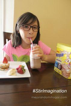 Ideas para preparar unos divertidos pancakes o hot cakes de colores y de chocolate, para tus niños, forma unas brochetas o kabobs agregándole fruta.