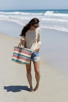 Lauren from @LC_Steele takes her J.Jill straw market tote along to the beach.