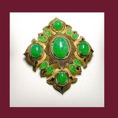 Let's Get Vintage - TRIFARI JEWELRY - VINTAGE TRIFARI Magnificent faux jade Jewels of India brooch. Signed TRIFARI - Vintage Costume Jewelry