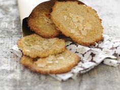 Quinoa-Plätzchen mit Mandeln 35 Min. | 75 g geschälte Mandelblättchen 150 g Mehl 75 g Zucker 50 g Quinoa 1 Ei 140 g Butter Mehl für die Arbeitsfläche
