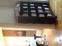 Bibliotheque et bar de la cuisine