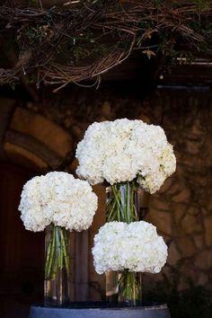 white hydrangea wedding centerpieces #whitewedding #weddingcenterpieces #weddingdecor #weddingideas ❤️ http://www.deerpearlflowers.com/white-hydrangeas-wedding-ideas/
