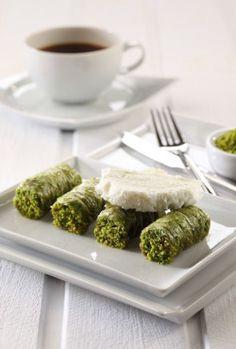Sarma baklava served with Turkish icecream (there is no cream in  icecream) pistachio baklava type my favourite #TurkishCuisine