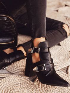 Color : Black Upper Material : PU Style : Chic & Modern Occasion : Street Wear, Rave Club The post Pointed Toe Metal Details Block Heel Short Boots appeared first on Power Day Sale. Spring Heels, Summer Boots, Spring Summer, Thick Heel Boots, Heeled Boots, Women's Boots, Doc Martens Boots, Snow Boots Women, Motorcycle Boots