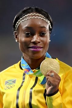 Gold medalist Elaine Thompson of Jamaica poses on the podium during the medal… Jamaica, Jackie Joyner Kersee, Flo Jo, Yoga Now, Sports Women, Female Sports, Sports Personality, 2016 Pictures, Usain Bolt