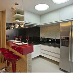 Sonho de cozinha! Moderna e vermelha  #kitchen #american #modern #moderna #decoration #decoração #cozinha #apartamento by primeiroapartamento