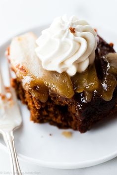 This boldly spiced upside-down pear gingerbread cake combines the best holiday spices with juicy pears, brown sugar caramel sauce, and cool whipped cream. Pear Recipes, Sweet Recipes, Cake Recipes, Dessert Recipes, Christmas Desserts, Christmas Baking, Holiday Baking, Food Cakes, Cupcake Cakes