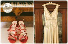 A vintage bridal gown, love it. Ph NPWA Studio http://www.brideinitaly.com/2012/12/real-wedding-matrimonio-barocco-roma.html #italianstyle
