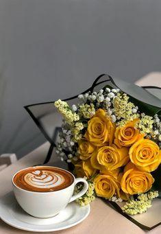 Everybody likes coffee Coffee Shot, Coffee Cafe, Coffee Drinks, Coffee And Books, I Love Coffee, My Coffee, Good Morning Coffee, Coffee Break, Coffee Flower