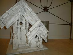 Burlap Luxe: Birdhouse That Captures Vintage Flea Market Style Picture Frame Projects, Old Picture Frames, Birdhouse Designs, Birdhouse Ideas, Decorative Bird Houses, Flea Market Style, House Siding, Old Chairs, Unique Furniture