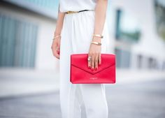 One touch of red with a total White look: perfect combination for a chic style! By Trendy Holy. #red #clutch #bag #style #white #suit #white #jewel #style #lancaster #lancasterparis