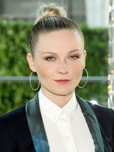Kirsten Dunst's slicked back updo // The Fun Bun Hall of Fame