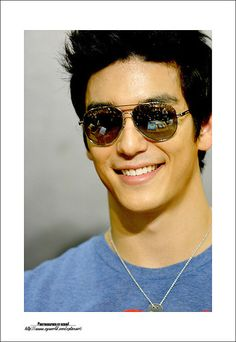 Dennis Oh/ The Other Eye Candy from East of Eden * That's how u rock aviator sunglasses 😘 Nice Outfits For Men, Dennis Oh, Daniel Henney, East Of Eden, Asian Men, Asian Guys, Asian Celebrities, Interesting Faces, Gentleman Style