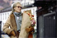 Starring Nicole Kidman, Meryl Streep and Julianne Moore, The Hours was released in 2003 in the United Kingdom. The drama film was directed by Stephen Daldry and its screenplay was created by David Hare. Virginia Woolf, La Señora Dalloway, Meryl Streep Movies, Maryl Streep, Divas, The Reader, Critique Film, Elle Blogs, Idol