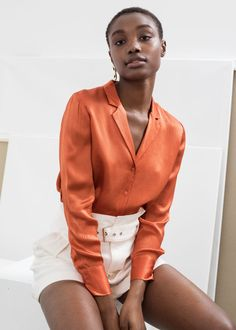 Model front image of Stories button up satin blouse in orange Business Casual Outfits, Office Outfits, Beste Jeans, Short Sleeve Blouse, Long Sleeve, Satin Bluse, Orange Blouse, Orange Fashion, Blouse Outfit