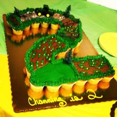 John Deere birthday party-farm scape pull apart cupcakes