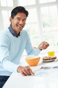 Men who skip breakfast have a 27 percent higher risk of suffering a heart attack or developing heart disease than those who start the day with something in their stomach, according to BWH and Harvard School of Public Health research that was published in Circulation.