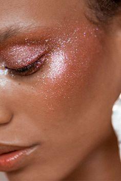 Makeup Ideas: A glitter makeup look we can all believe in by makeup artist Emi Kaneko