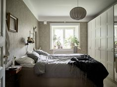 Bedroom with William Morris wallpaper