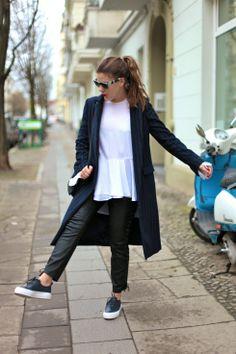 JOURlook: Eytys, Lederhose und blauer Mantel