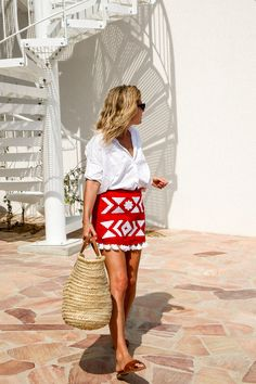 Red and white outfit // love the red patterned skirt // white blouse // brown sandals // summer style ideas// women's fashion trends 2017 // Spring Summer 2017 style So nice Red And White Outfits, Fresh Outfits, Summer Outfits, Summer Dresses, Beach Dresses, Fashion Me Now, Womens Fashion, Fashion Trends, Fashion Ideas